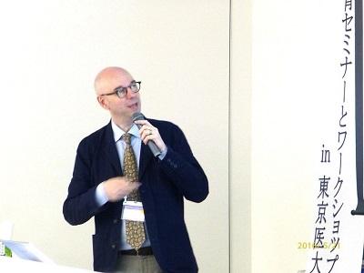 セミナーで「ICTを活用した医学教育の未来」を活き活きと語る、ブルーヘルマンス准教授。
